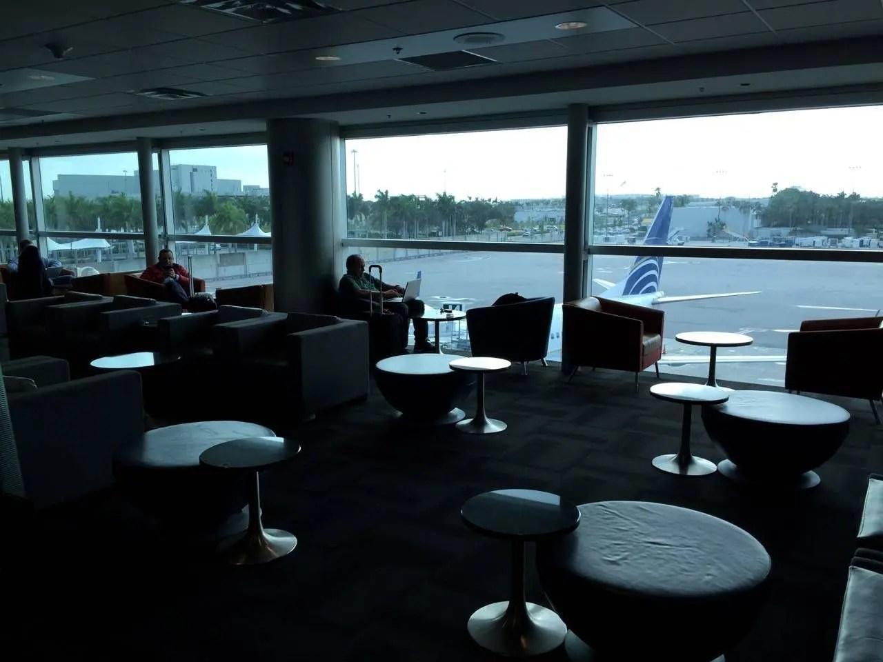 Sala VIP LATAM Miami-010