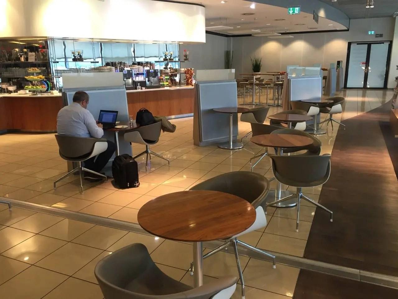 Lufthansa Senator Lounge Frankfurt C15-018