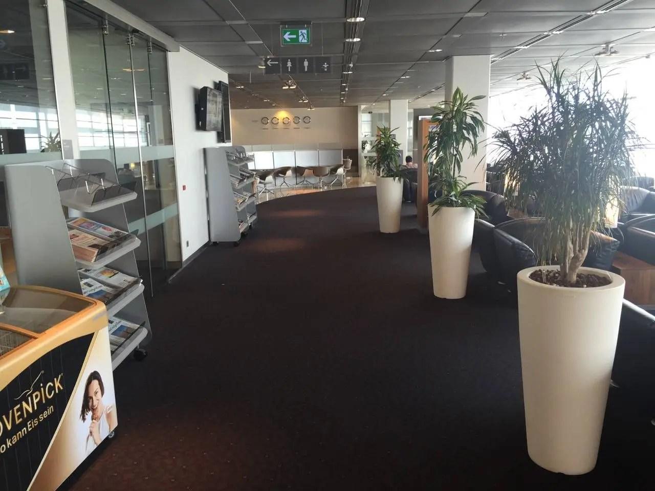 Lufthansa Senator Lounge Hamburg-020