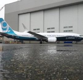 Boeing apresenta primeiro 737 MAX 9