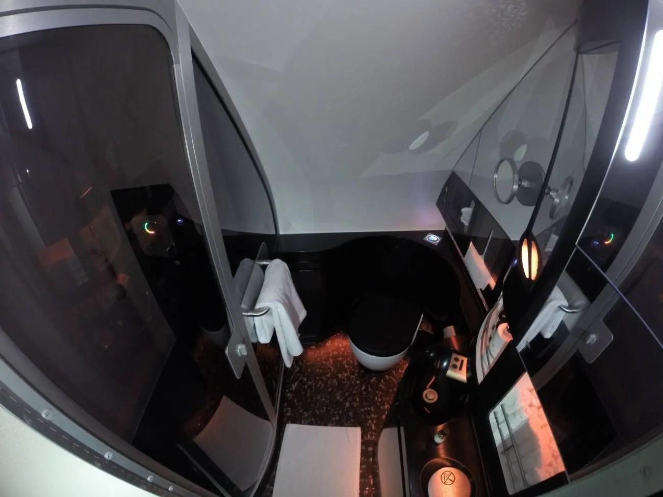first-class-apartment-a380-etihad-passageirodeprimeira54-1300x975