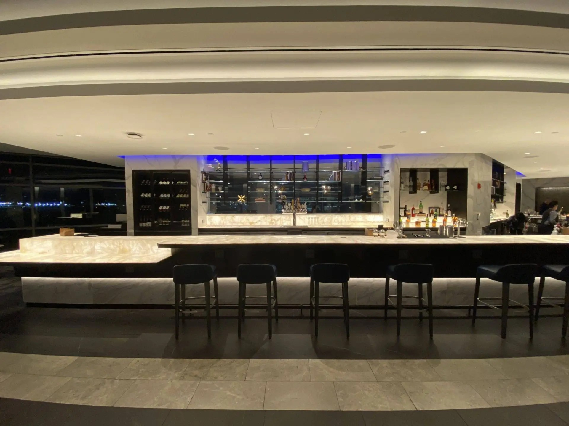 United Polaris Lounge Newark bar