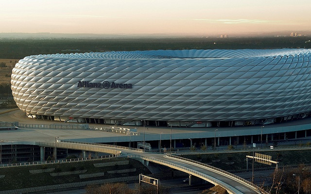 O Allianz Arena fica aos arredores de Munique