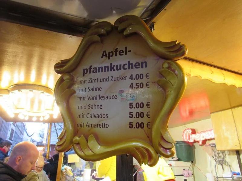 Preços no mercado de natal de Dusseldorf na Alemanha.