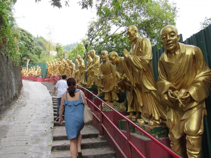 Ten-thousand-buddhas-monastery