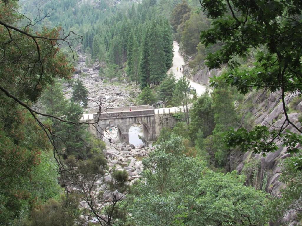 Ponte sobre o Rio Arado.