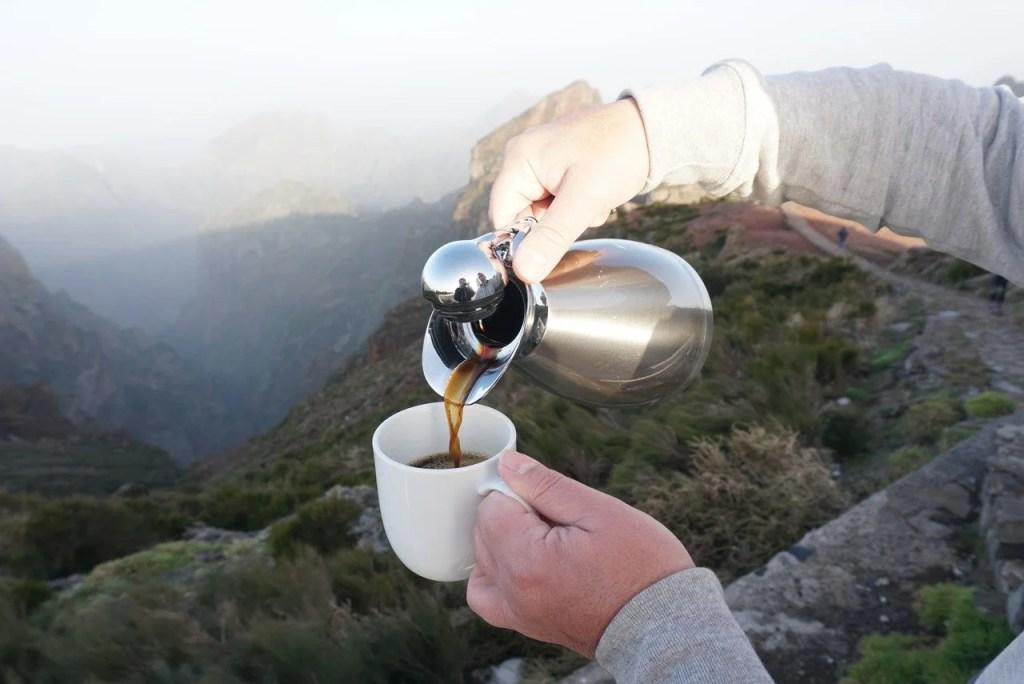 Pequeno-almoço no Pico do Arieiro.