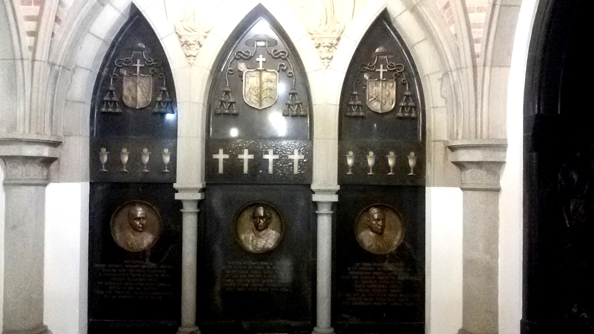 Fa a uma visita guiada na cripta da catedral da s de s o for Restos de azulejos baratos