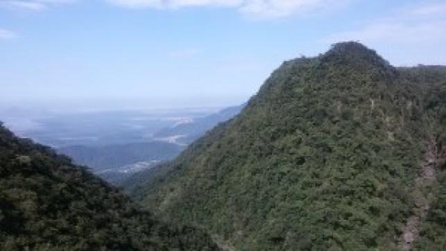Vista do litoral a partir do Pouso do Paranapiacaba. Foto: Patrícia Ribeiro/ Passeios Baratos em SP