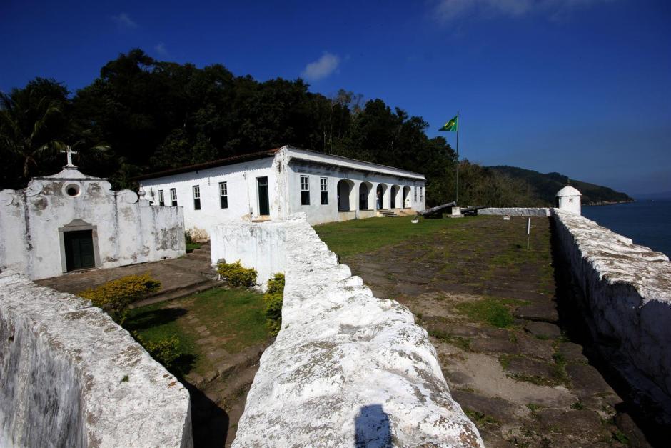 Fortaleza da Barra Grande e trilha da praia do Góes vale a visita no Guarujá