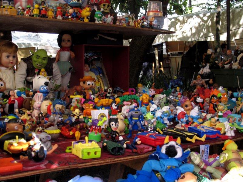 Os colecionadores têm várias opções na feira de antiguidades Foto: Marcelo Olha/SPTuris
