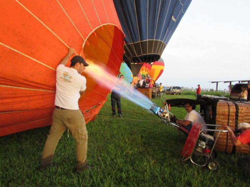 Preparando o balão Foto: Sueli dos Santos