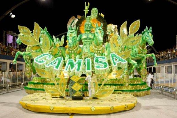 Carnaval São Paulo 2010. A escola de samba do grupo de acesso Camisa Verde e Branco desfilou hoje, no sambódromo do Anhembi em São Paulo, SP. Fotógrafo: Léo Pinheiro