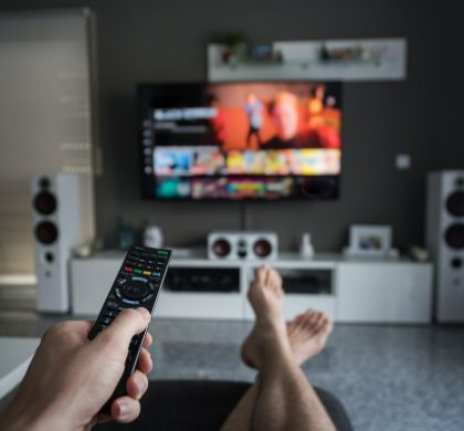 10 plataformas de streaming e canais de TV para assistir filmes de graça na quarentena