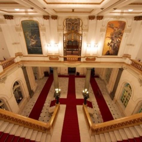 A escadaria do Teatro Municipal de São Paulo impressiona