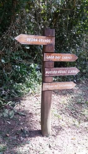 Placa indicativa trilha Pedra Grande