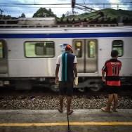 Só quem já ultrapassou a linha amarela para olhar o vão entre o trem e a plataforma sabe o que é adrenalina de verdade. by blogdodourado 1fotopordiadotrem, passengers,