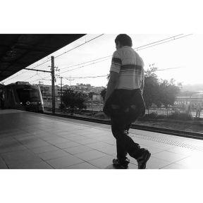 Mama, I lost the train... Mamãe, perdi o trem... by Paulo Wang passengers,