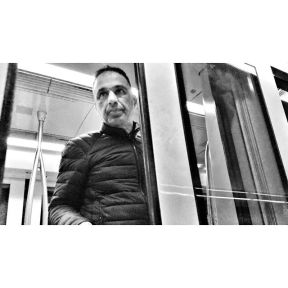 Being polite by Godo Chillida barcelona, blackandwhite, bnw, bnw_life, bnw_society, bw, bw_lover, bw_photooftheday, bw_planet, monochrome, passengers, polite, streetphoto, streetphotography, streetphotography_bw, streetphoto_bw, subway, ubiquography,