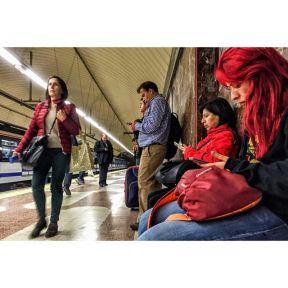 Matices del rojo by Antonio Jiménez Lara commuters, madrid, metro, passengers, streetlife, streetphotography, streetphotomadrid, total_streets,
