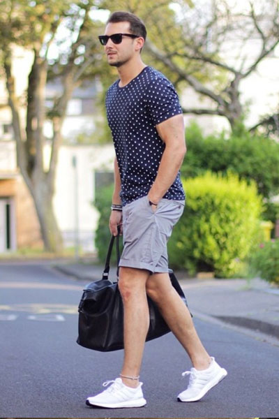 porter t-shirt homme, t-shirt bleu à motif