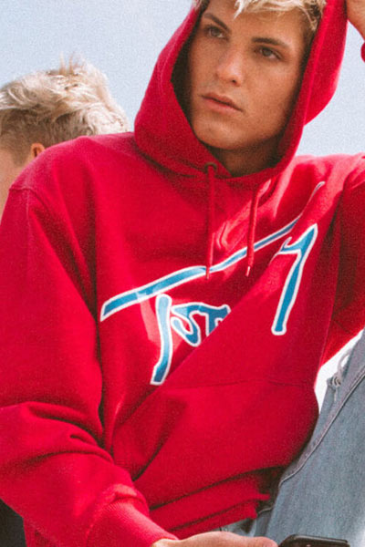 vêtements connectés tommy hilfiger hoodies rouge tomme jeans xplore