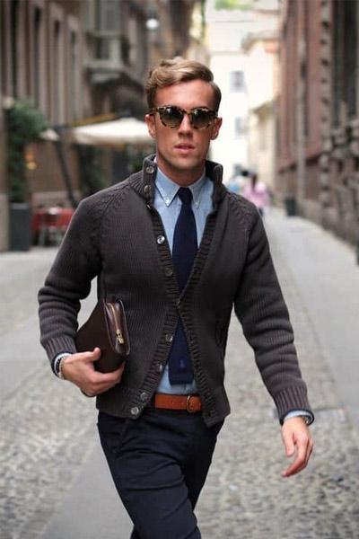porter un cardigan homme avec une chemise et une cravate