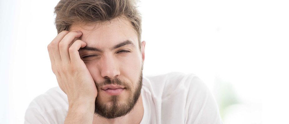 homme endormi lutter contre la fatigue automne