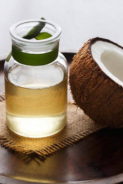 bocal d'huile de coco pour lèvres gercées