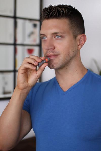 stick lèvres gercées homme
