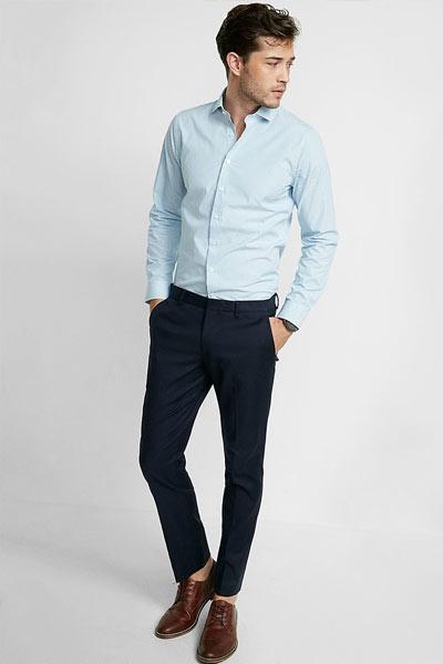 pantalon bleu marine et chemise bleu claire homme