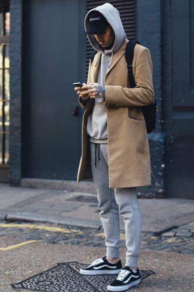 look sportswear homme pantalon gris et pardessus