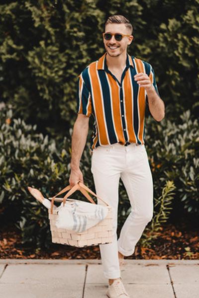 look homme chemise à manches courtes et pantalon blanc