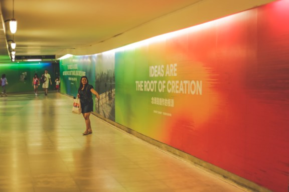 The subway at HongKong are beautifully wrapped with inspiration and travel bytes from across the world. Take a long pause and read to enjoy your walk