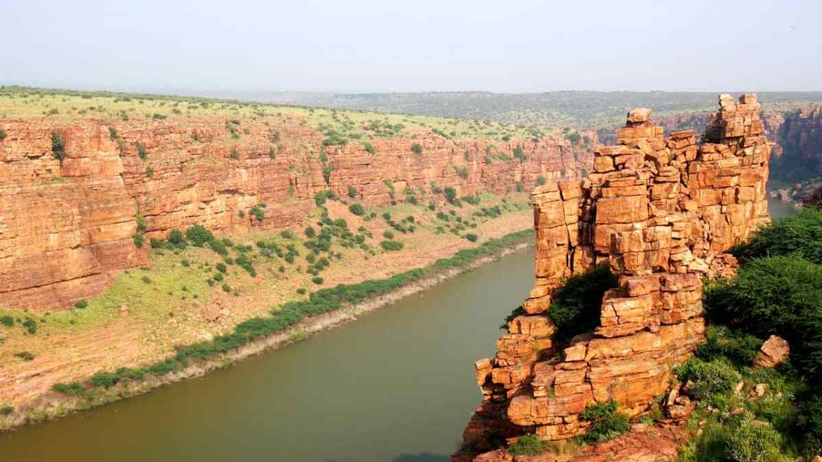 Gandikota (Grand Canyon of India) and Belum Caves in one day