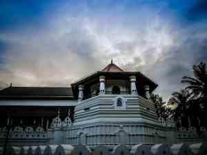 Sri Lanka's free visa on arrival put on hold