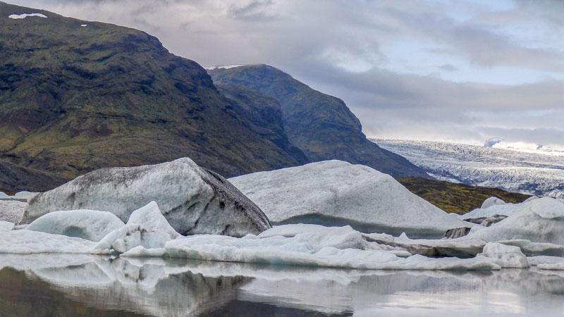 Circuit guidé Islande au printemps, au pied du lac de Fjallsarlon