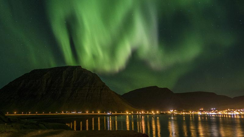 Climat et phénomènes naturels : Aurore boréale dans les westfjords