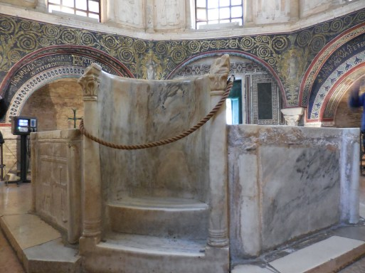 The Neoniano Baptistry