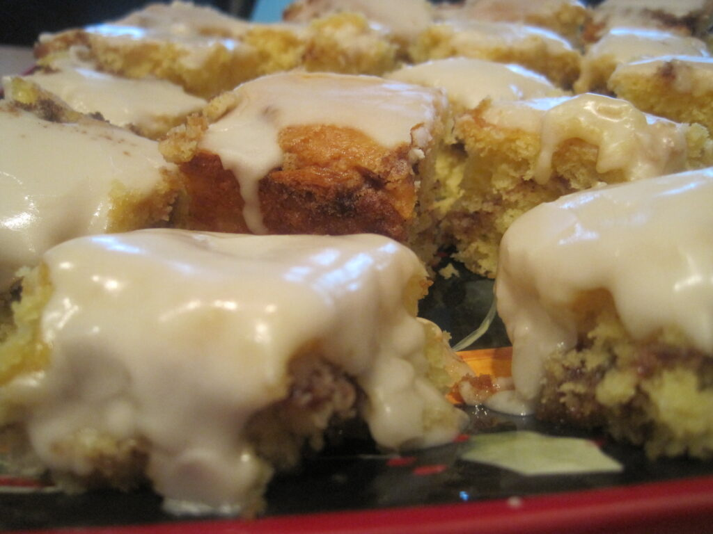 Easy and delicious honey bun cake for Christmas morning breakfast.