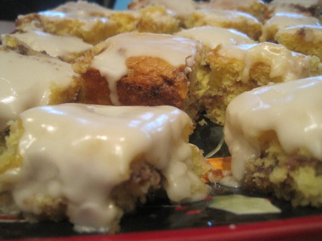 Easy and delicious honey bun cake for Christmas morning breakfast.