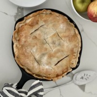 Skillet Apple Pie - Try this AMAZING Cast Iron Recipe today!
