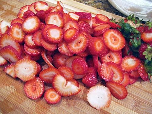 Sliced Strawberries for Pretzel Salad