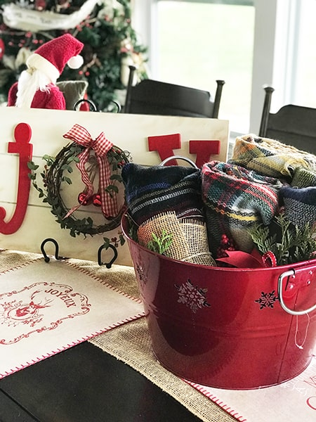 Brilliant Teacher Christmas Gift! Struggling to find inexpensive but still valuable gifts for everyone on your list? Check out this affordable and easy gift idea now!