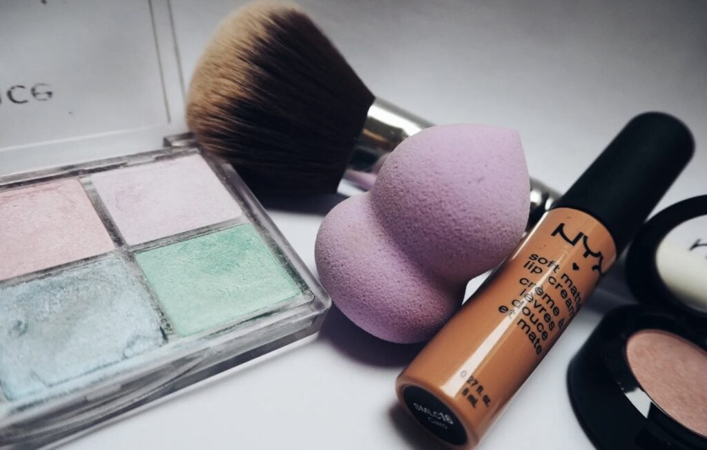 nyx professional makeup eyeshadow brush blender and lip creme
