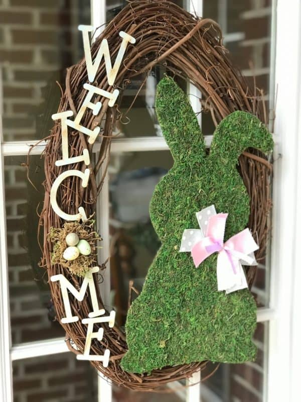 We're all loving the cute Moss Bunny in this DIY Easter wreath!