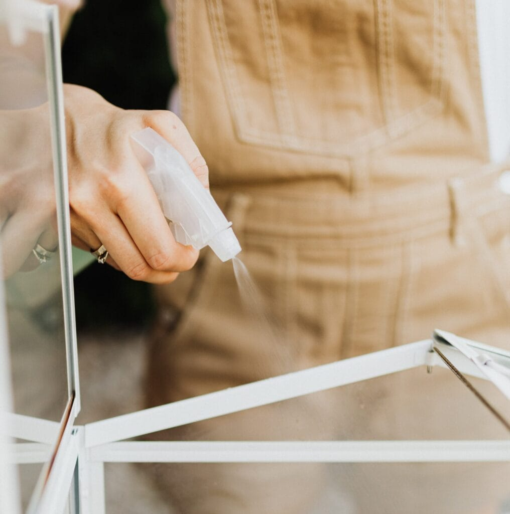 How to clean windows with cleaner