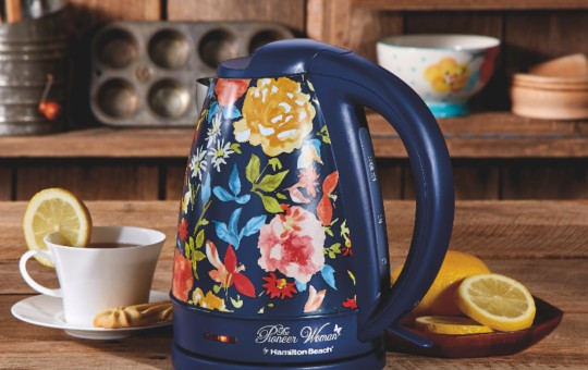 The Pioneer Woman Kettle