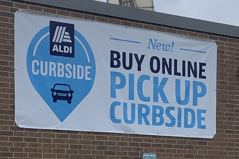 Aldi pickup curbside outdoor sign