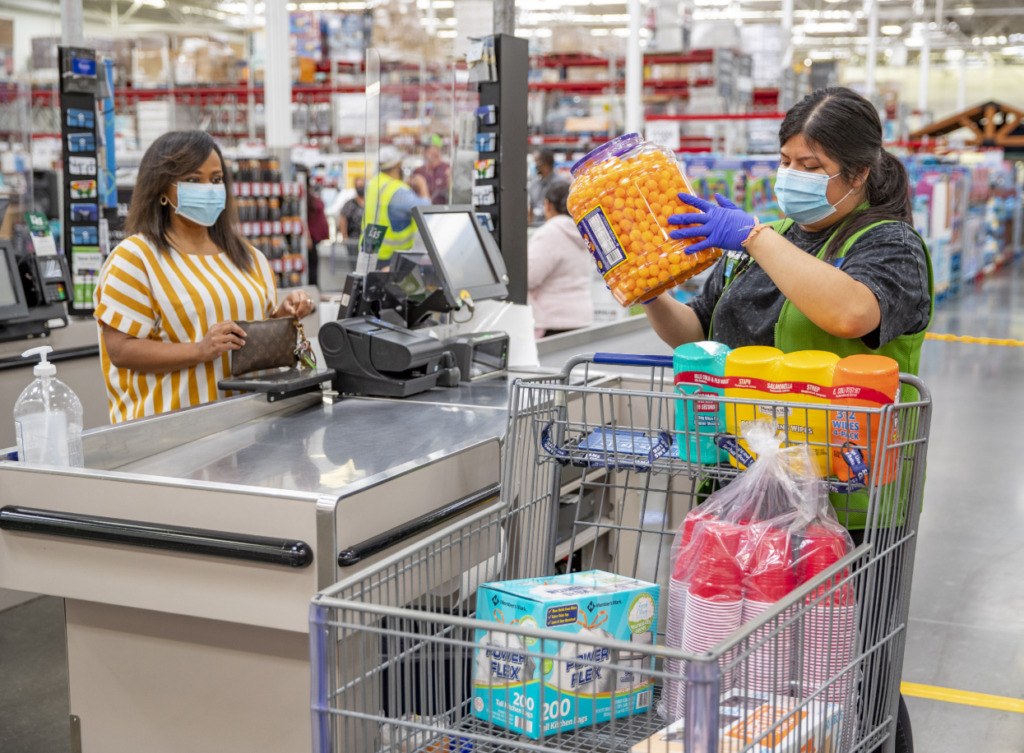 sams club shopper wearing face mask at checkout